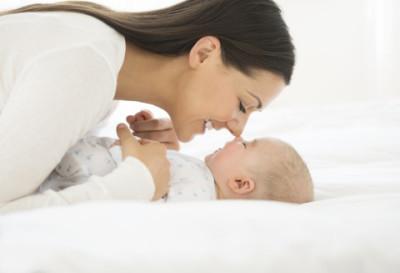 赤ちゃん ママ 笑顔