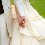 喪中に結婚式に招待されたら出席してもいいの?断り方は?