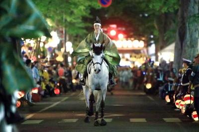 くらやみ祭り 競馬式