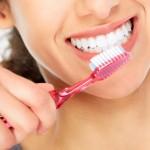 塩で歯磨きすると口臭予防や歯が白くなる?歯茎を傷めてしまう?